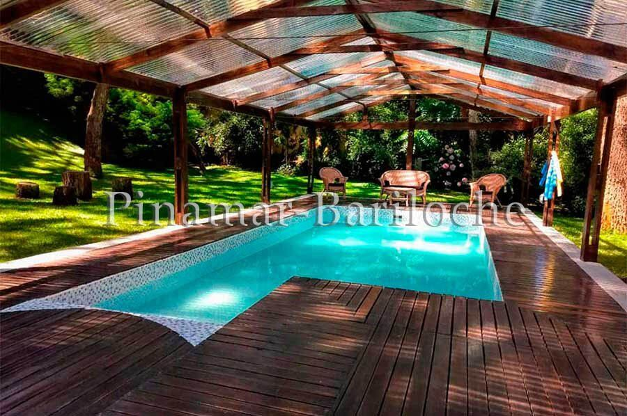 casa en alquiler en Cariló con pileta climatizada cerca del centro y de la playa