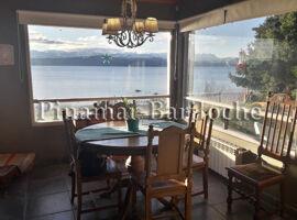 casa con costa de lago en alquiler bariloche