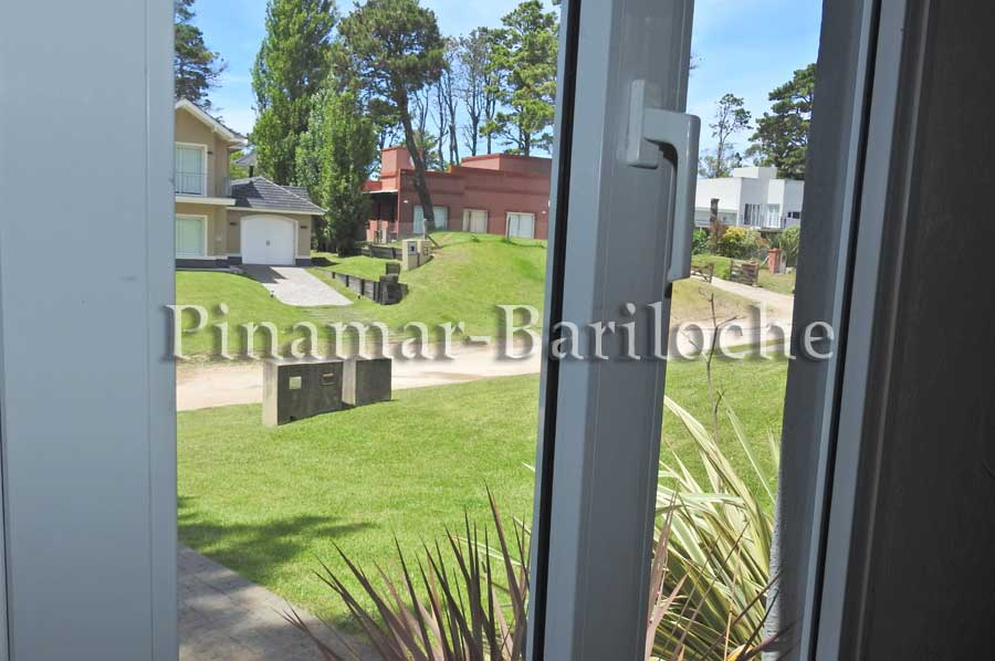 Alquiler Pinamar – Casa 2 Dormitorios Y 2 Baños Zona Golf – 1086